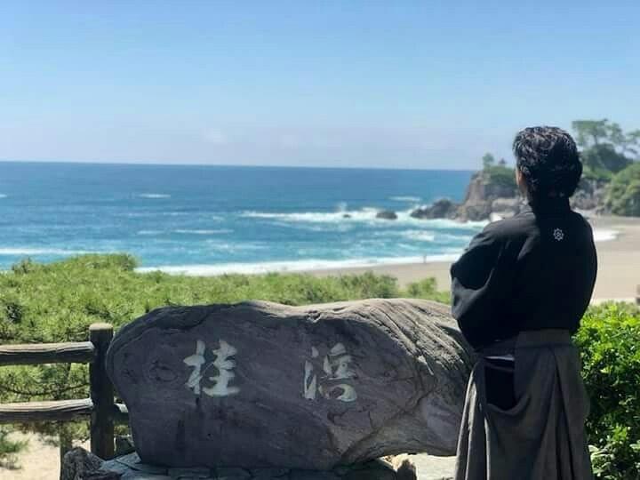 桂浜から海を見る